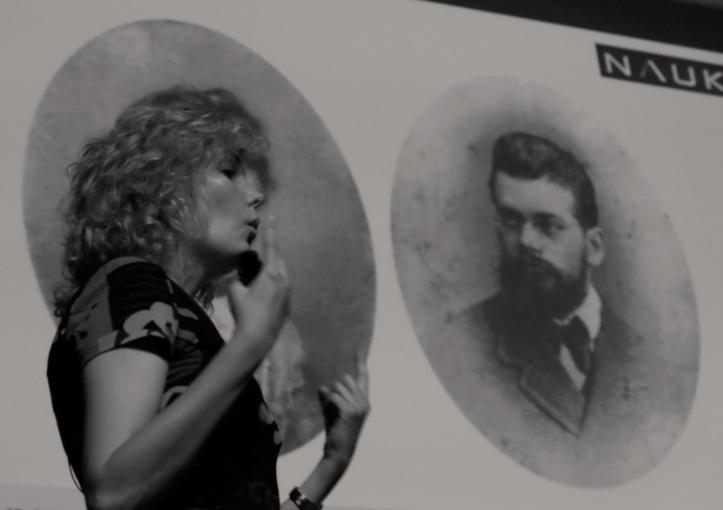 Laura Morrón, haciéndose pasar por la mujer de Ludwig E. Boltzmann.